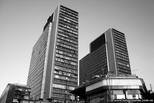 Historias Chicas de Caracas: «Las Torres del Silencio» por Don Eliseo