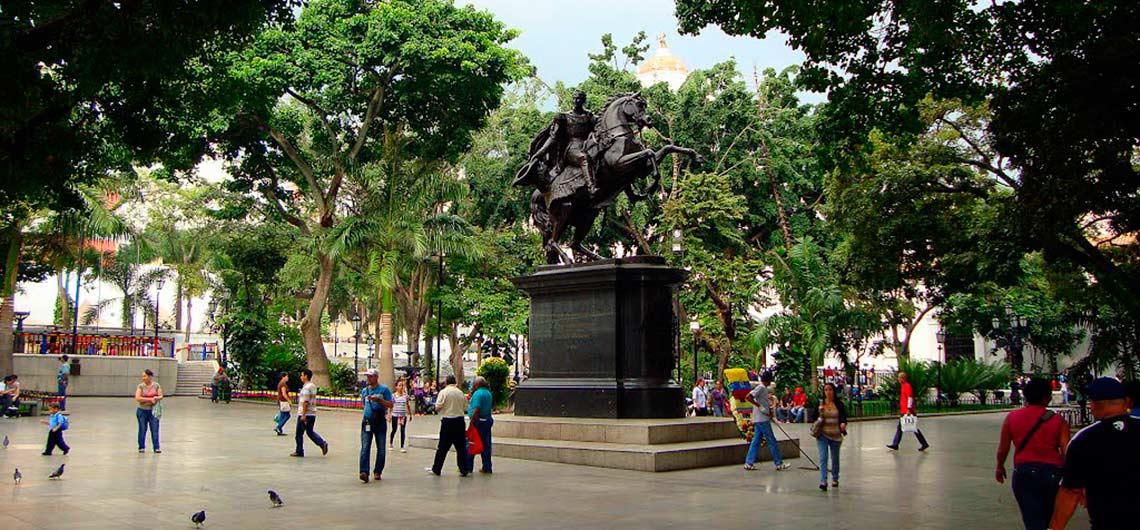La Plaza Bolívar junto a sus históricos alrededores